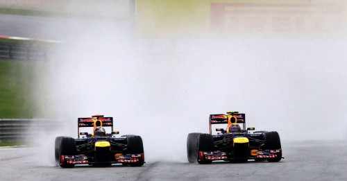 Sebastian Vettel y Mark Webber bajo la lluvia de Malasia