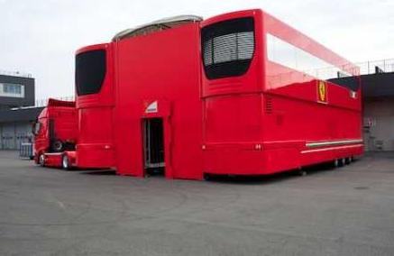 El camión motorhome del equipo Ferrari Fórmula 1 en venta